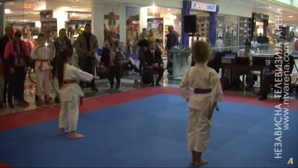 "19 karate  klubova  na ""Šotokan Akademia Kup 2018"" /VIDEO/"
