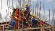 Radnici po cijeli dan na suncu: Preduzeća ne mijenjaju režim rada uprkos vrelinama
